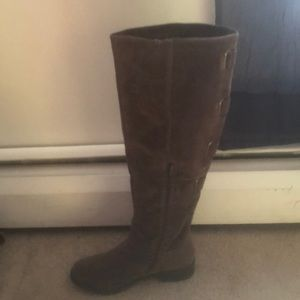 Brown sway boots